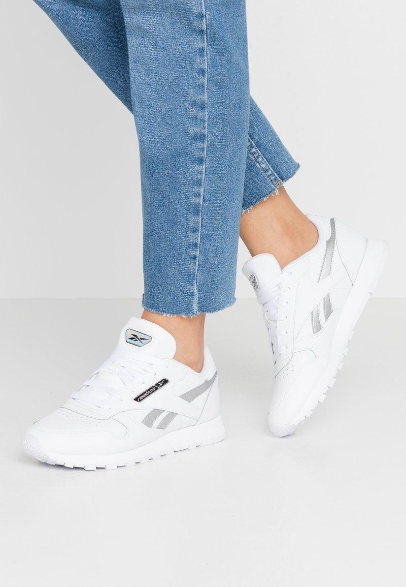 Reebok Classic - Sneakersy niskie - white/silver metallic