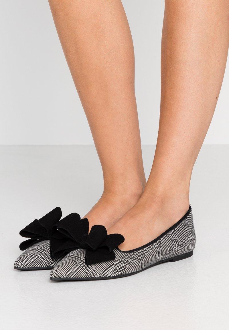 Pretty Ballerinas - PEAKY ANGELIS - Nazouvací boty - black