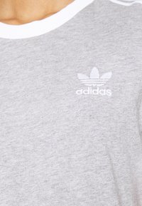 adidas Originals - 3 STRIPES TEE - Print T-shirt - medium grey heather - 5