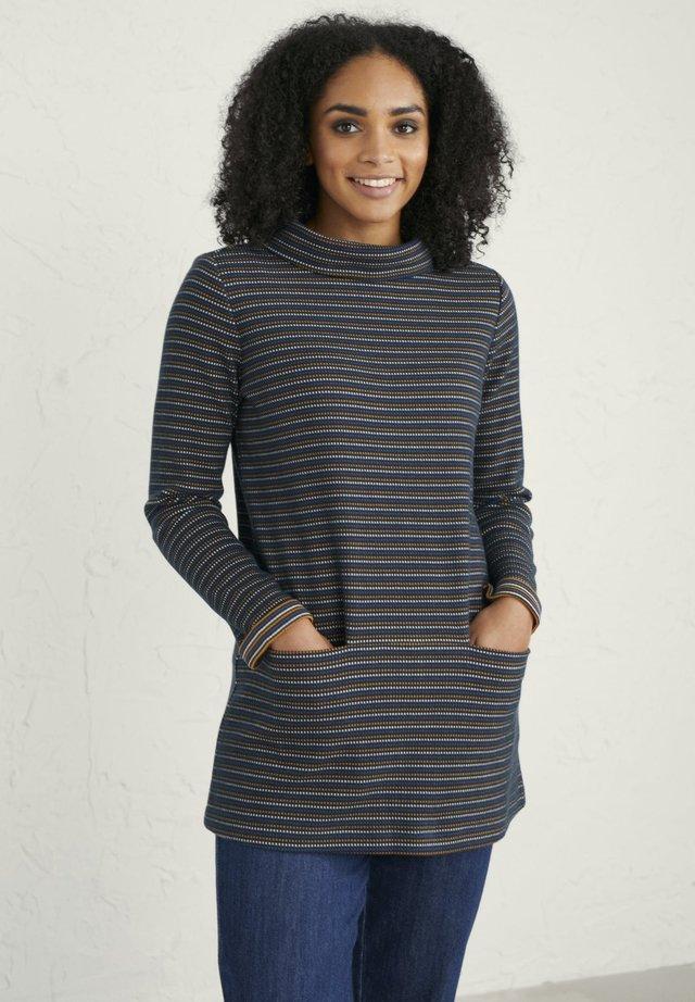 Stickad tröja - dark blue