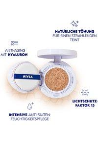 Nivea - HYALURON CELLULAR FILLER 3 IN 1 CARE CUSHION - Tonic - light 01 - 1