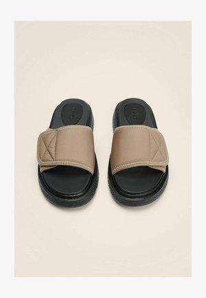 KLETTBAND - Slippers - beige