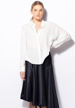 GIA  - Overhemdblouse - off-white