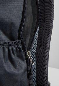 Deuter - WALKER - Turistický batoh - graphite/black - 5