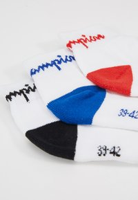 Champion - ANKLE PERFORMANCE 3 PACK - Socks - white/black/blue/red - 2