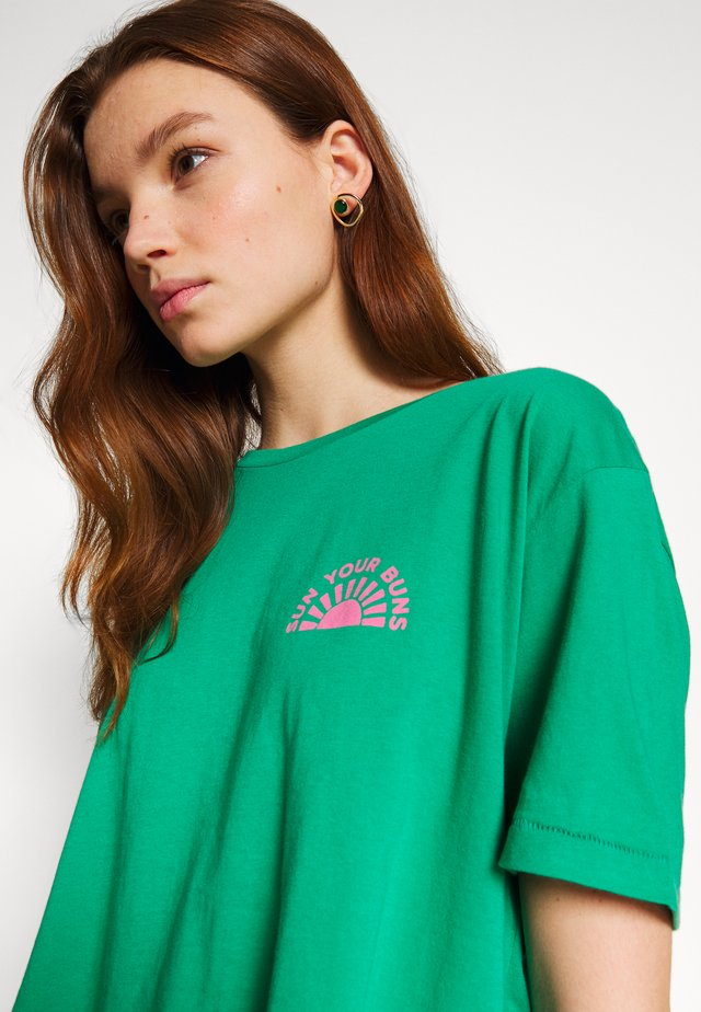 BUNS ALL DAY TEE - T-shirt con stampa - emerald