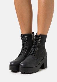 mtng - EMELINE - Šněrovací kotníkové boty - black - 0