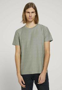 TOM TAILOR DENIM - T-shirt basique - greyish shadow olive - 0