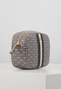 Tory Burch - GEMINI LINK MINI BAG - Across body bag - gray heron link - 4