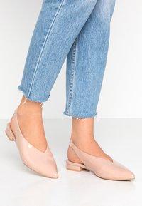 co wren wide fit - WIDE FIT - Ballerina med hælstøtte - pink - 0