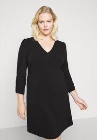 Vero Moda Curve - VMALBERTA VNECK DRESS - Vestido ligero - black - 0