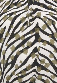 comma casual identity - BLUSE LANGARM - Blouse - zebra - 2
