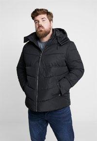 TOM TAILOR MEN PLUS - PUFFER JACKET WITH HOOD - Light jacket - black - 0