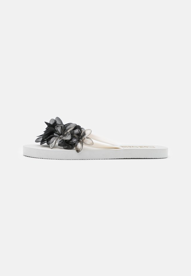 WITH FLOWER MIX - Teenslippers - white