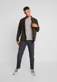 G-Star - 5650 3D RELAXED TAPERED - Relaxed fit jeans - kamden grey stretch denim - dry waxed pebble grey - 1