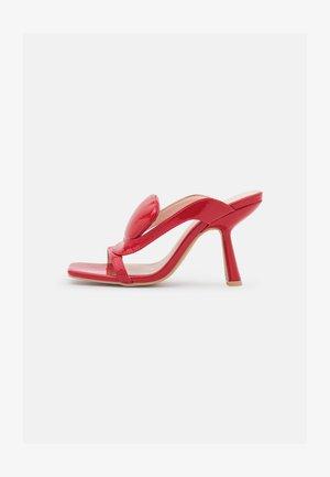 FREDDIE - Heeled mules - red