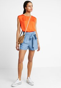 Vero Moda - VMMIA LOOSE SUMMER - Shortsit - light blue denim - 1