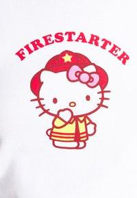 NEW girl ORDER - FIRESTARTER BABY TEE - Triko spotiskem - white - 4