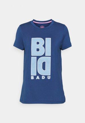 CARSTA LIFESTYLE TEE - T-shirt con stampa - dark blue