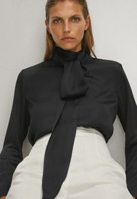 Massimo Dutti - WITH TIE DETAIL  - Blouse - black - 4