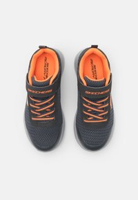 Skechers - DYNAMIGHT - Tenisky - charcoal/orange