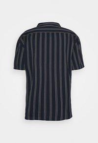 Mennace - FINE PREPPY STRIPE UNISEX - Button-down blouse - navy - 1