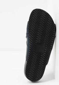 Filippa K - BREA  - Pantofle - navy - 6