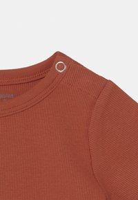 ARKET - SET UNISEX - Print T-shirt - brown - 2