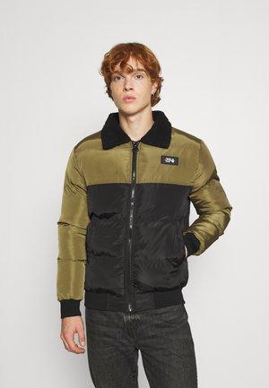 COLLAR PUFFER JACKET - Light jacket - khaki