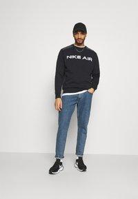 Nike Sportswear - AIR CREW - Sweatshirt - black/dk smoke grey/white - 1