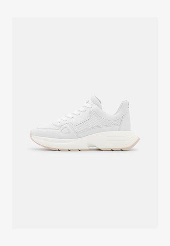 WILLOW RUNNER - Sneakers laag - oat/white