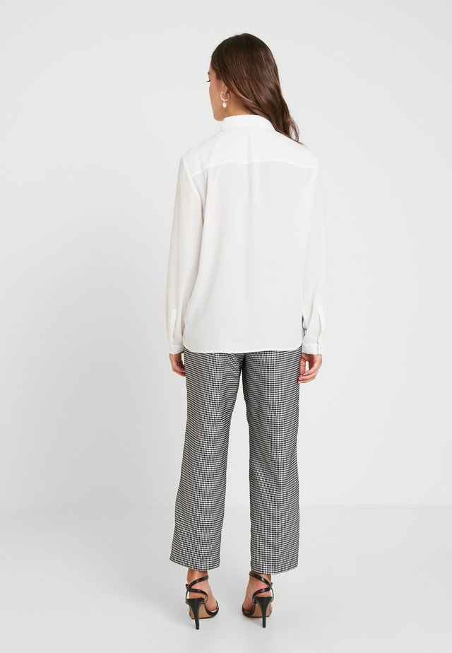 APAC ESSENTIAL - Button-down blouse - off white