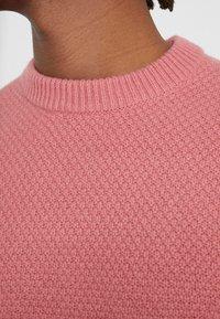 Filippa K - TOBIAS - Stickad tröja - pink cedar - 5