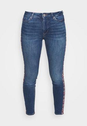 BORDADO LATERAL - Jeansy Skinny Fit - medium blue