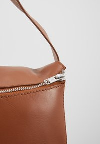 KIOMI - LEATHER - Batoh - cognac - 6