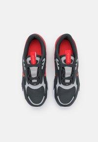 Nike Sportswear - AIR MAX BOLT UNISEX - Sneakers basse - dark smoke grey/bright crimson/university red/light smoke grey - 3