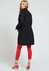 Guess - Trenchcoat - schwarz - 1