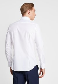 Seidensticker - SLIM SPREAD KENT PATCH - Formal shirt - weiß - 2