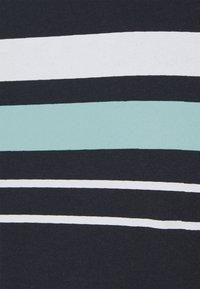 Newport Bay Sailing Club - CHEST STRIPE 2 PACK - T-shirt z nadrukiem - navy/grey marl - 7
