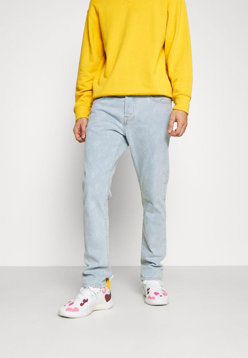 Pegador - SEVILLA PATTERN JEANS - Straight leg jeans - light blue