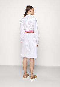 KARL LAGERFELD - STRIPE SHIRT DRESS - Shirt dress - white - 2