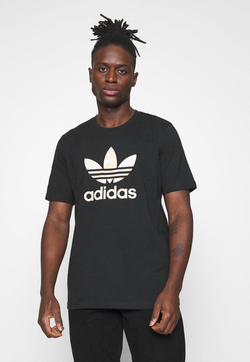 adidas Originals - CAMO INFILL TEE UNISEX - T-shirt print - black/alumina/multicolor