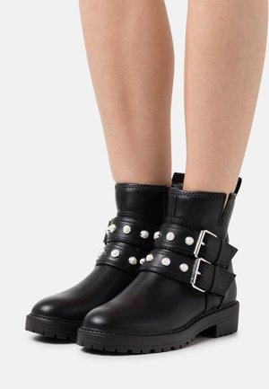 ONLBAD QUILT BOOT - Cowboy/biker ankle boot - black