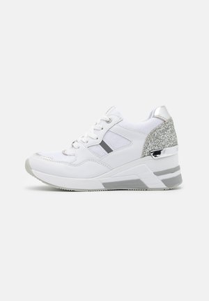 High-top trainers - white/silver