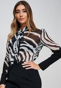 Yan Neo London - Button-down blouse - black - 4