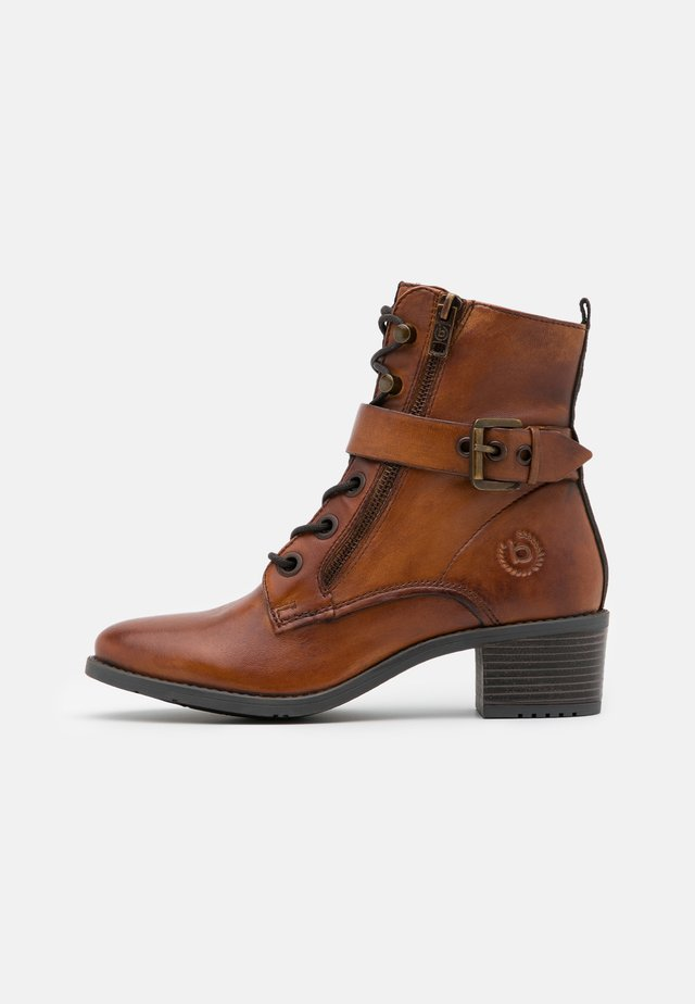 RUBY - Bottines à lacets - cognac