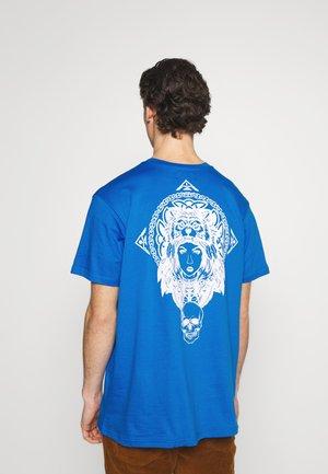 CELTIC - T-shirt med print - skydiver blue/optic white
