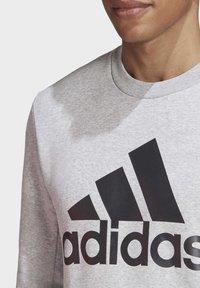 adidas Performance - BADGE OF SPORT FLEECE SWEATSHIRT - Sweatshirt - grey - 5