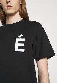 Études - PATCH UNISEX - T-shirt con stampa - black - 5