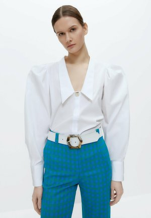 MIT ZIERFALTEN - Button-down blouse - white